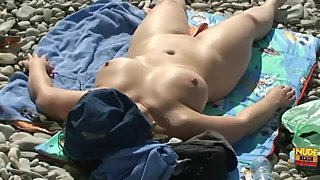 Amateur girls suck cocs and have sex on the beach