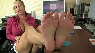 Goldie is the Boss and She wants her feet worshiped