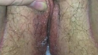 Hubby squeezes out his creampie